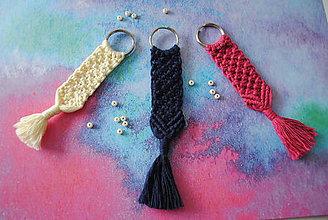 Kľúčenky - Makramé kľúčenka alebo prívesok  (farba na želanie) - 10526458_