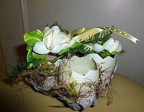 Dekorácie - Košík s jarnými kvetmi - 10528677_