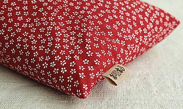 Úžitkový textil - FILKI šupkový vankúš na spanie 55 cm (červený s malými kvietkami) - 10525235_