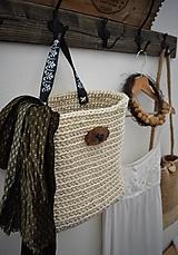 Košíky - Závesný jutový košík s ornamentovou úchytkou - 10528235_