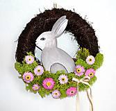 Dekorácie - Veľkonočný veniec  so zajacom - 10529180_