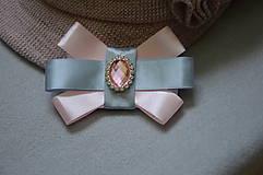 Odznaky/Brošne - Ružovo-sivá mini brošňa - 10529878_