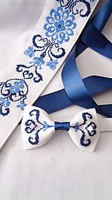 Doplnky - Vyšívaný folklórny motýlik modrý - 10531438_