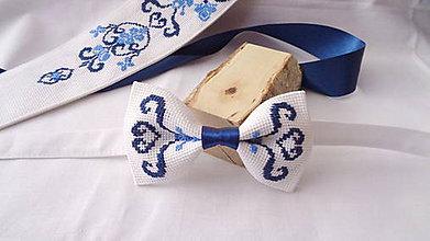 Doplnky - Vyšívaný folklórny motýlik modrý - 10531434_