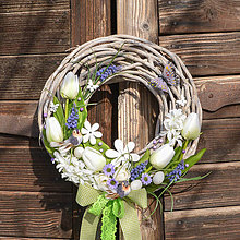 Dekorácie - Jarný venček s tulipánmi a vtáčikmi - 10530564_