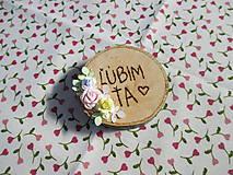 Drevené placky/kolieska s vypáleným nápisom a ružičkami - rôzne (ĽÚBIM ŤA)