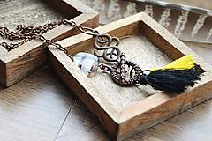 Náhrdelníky - Bavlnené strapčeky,sklenená korálka,filigrán - 10532018_