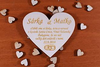 Darčeky pre svadobčanov - Drevená svadobná magnetka ako vyslužka hosťom  165 - 10531763_