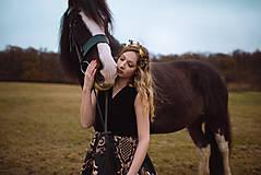 Ozdoby do vlasov - Mosadzný konárikový venček s čiernymi kvetmi a čiernymi achátmi - Slavianka - 10533099_