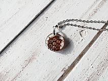Náhrdelníky - Živicový náhrdelník - Medový plast - 10534709_