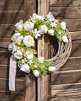 Dekorácie - Jarný veniec s bielou pivonkou - 10534841_