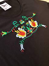 Tričká - Vyšívané dámske tričko s folklórnym motívom, krátky rukáv - 10534307_
