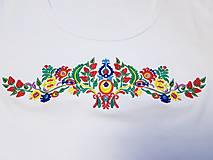 Tričká - Vyšívané dámske tričko s ľudovým motívom, krátky rukáv - 10534424_