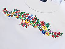 Tričká - Vyšívané dámske tričko s ľudovým motívom, krátky rukáv - 10534426_