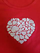 "Tričká - Vyšívané dámske tričko s motívom ""srdce v srdci"", krátky rukáv - 10534442_"