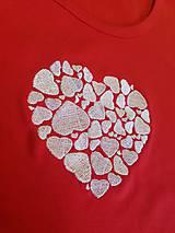 "Tričká - Vyšívané dámske tričko s motívom ""srdce v srdci"", krátky rukáv - 10534448_"