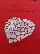 "Tričká - Vyšívané dámske tričko s motívom ""srdce v srdci"", krátky rukáv - 10534449_"