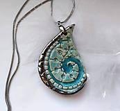 Náhrdelníky - keramický šperk s reliéfom -  Kvapka  - 10536430_