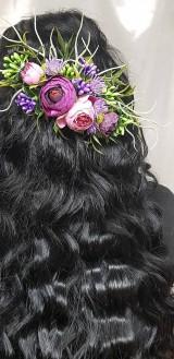 Ozdoby do vlasov - Fialovo ružový svadobný kvetinový 1/4 venček na vlásenkách - 10535093_