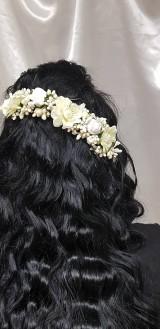 Ozdoby do vlasov - Nežný béžnový  1/2 venček na vlásenkách - 10535139_