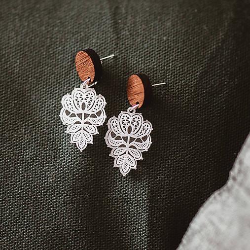 Náušničky - čipkované kvety (M) (Bižutérne komponenty)
