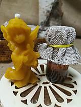 Potraviny - Anjel z včelieho vosku a propolis v drevenej vyrezávanej krabičke - 10535837_