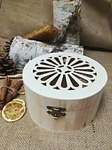 Potraviny - Anjel z včelieho vosku a propolis v drevenej vyrezávanej krabičke - 10535839_