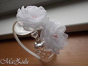 Ozdoby do vlasov - biela čelenka na svadbu alebo  prijímanie - 10537609_
