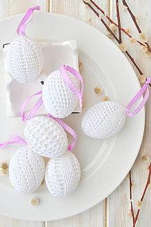 Dekorácie - sada háčkovaných vajíčok, biele s fialovou stuhou - 10537263_