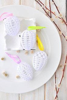 Dekorácie - sada háčkovaných vajíčok na farebných stuhách - 10537476_