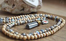 Náhrdelníky - Náhrdelník z drevených a sklenených korálok - 10539930_