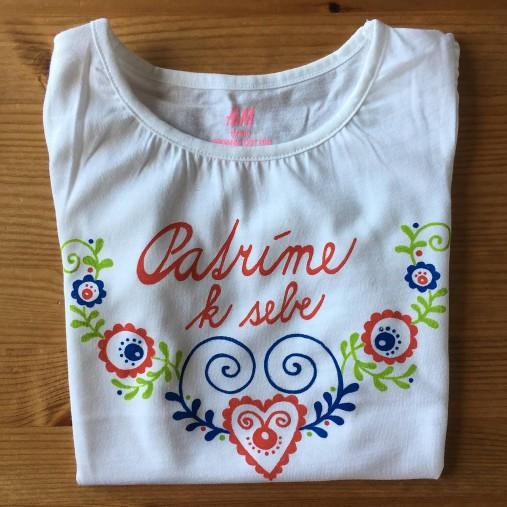 f46669fd6 Originálne maľované folkové tričko s nápisom... (Malá Zuzka na bielom tričku  s