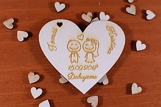 Darčeky pre svadobčanov - Drevená svadobná magnetka ako vyslužka hosťom  166 - 10537079_