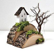 Dekorácie - Drevená dekorácia-Kopček,stromček,na kopčeku domček... - 10540844_