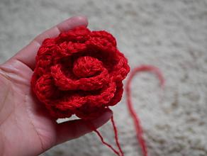 Materiál ručne robený - červená ružička - 10542531_