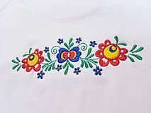 Tričká - Vyšívané dámske tričko s kvetinovým motívom, krátky rukáv - 10540431_