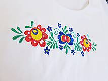 Tričká - Vyšívané dámske tričko s kvetinovým motívom, krátky rukáv - 10540433_
