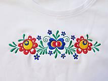 Tričká - Vyšívané dámske tričko s kvetinovým motívom, krátky rukáv - 10540434_