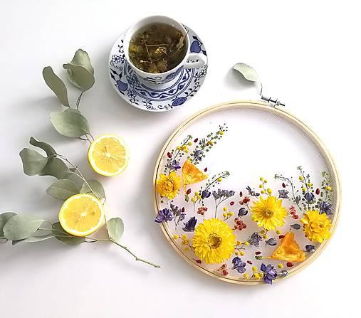 Obraz vyšívaný kvetmi rozkvitnutá lúka