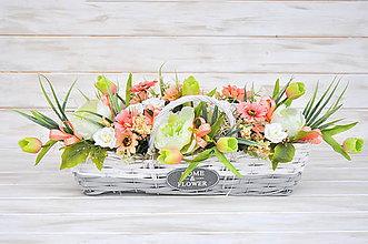 Dekorácie - podlhovastý košík plný kvetín - 10544715_
