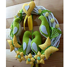 Dekorácie - Celoročný Veniec venček na dvere alebo do interiéru - Zaľúbené holubice (žltozelený pre rodinku) - 10545197_