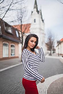 Tričká - Dámske tričko s tmavomodro-bielymi pásikmi - 10547992_