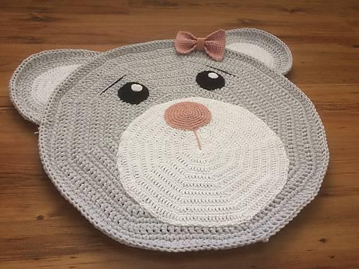 Háčkovaný macíkový detský koberec
