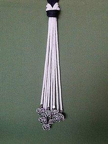 Náhrdelníky - Uzlový náhrdelník s koralkami  (čierno-biele) - 10547485_