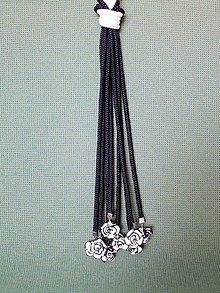 Náhrdelníky - Uzlový náhrdelník s koralkami  (bielo-čierne) - 10547549_