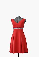 Šaty - Šaty s folklórnym opaskom a vreckami - 10545715_