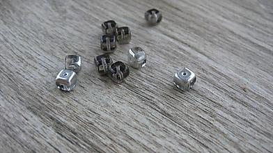 Korálky - Sklenená korálka kocka, 6mm, 1ks - 10548099_