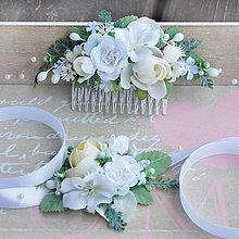 Ozdoby do vlasov - Súprava hrebienok a náramok s bielymi ružičkami - 10550582_
