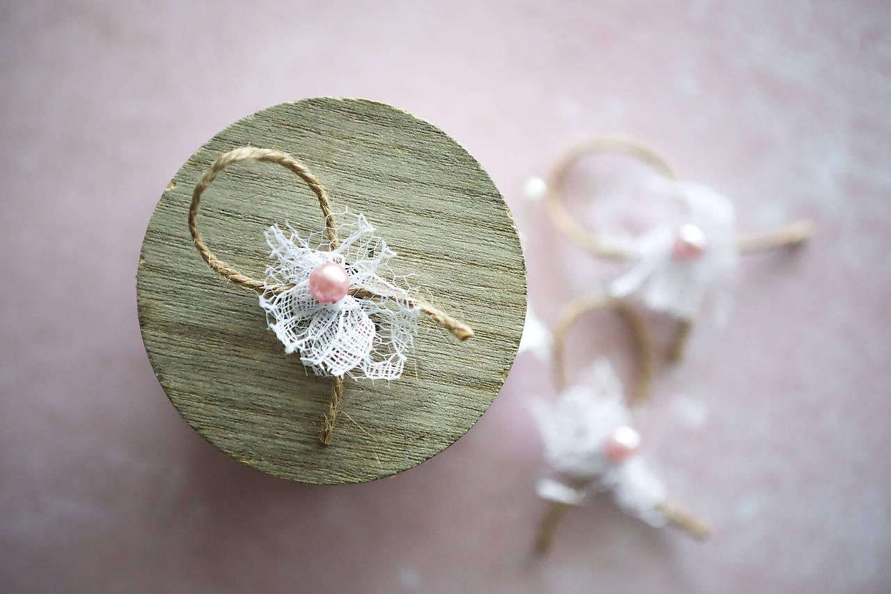 Svadobné pierka s krajkou