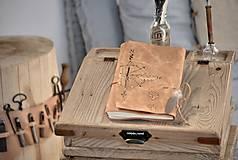 Papiernictvo - kožený cestovateľský denník STOPY VEDÚ ZA DOBRODRUŽSTVOM - 10549201_